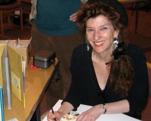 Amanda-Hall---signing