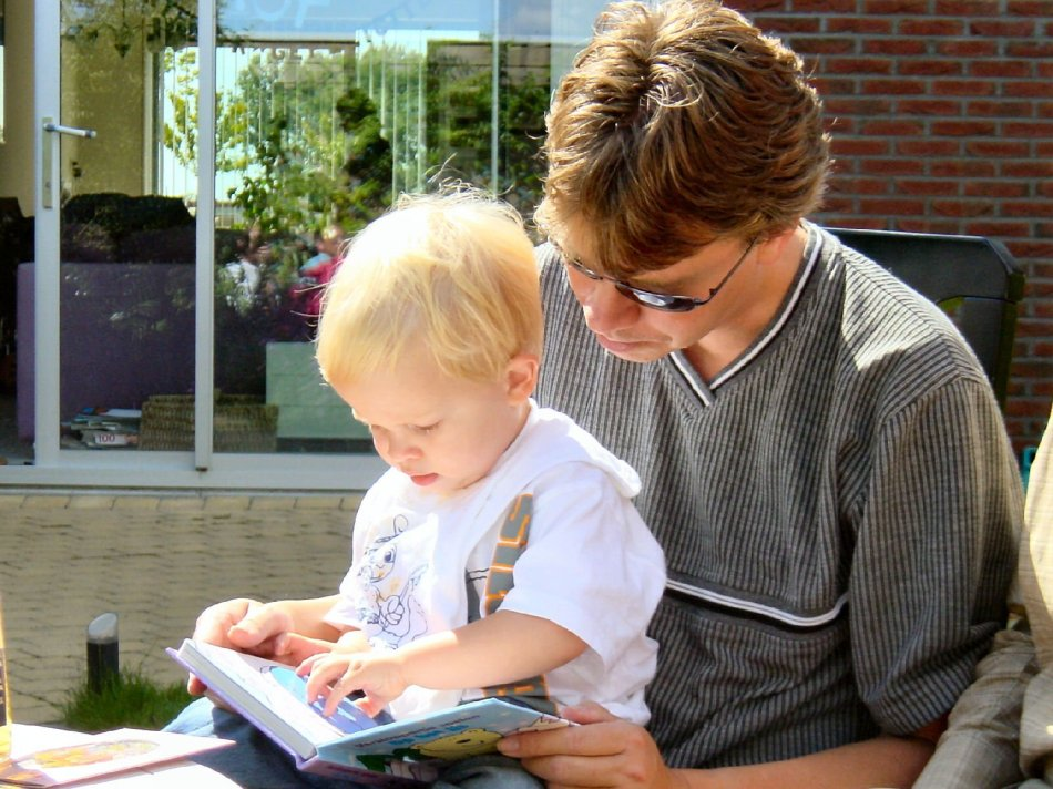 dad son reading